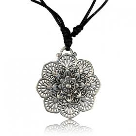 \'\'Kaylo Pali\'\' necklace