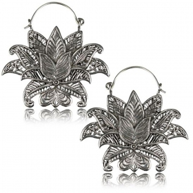 \'\'Lotus Nilam Pali\'\' earrings