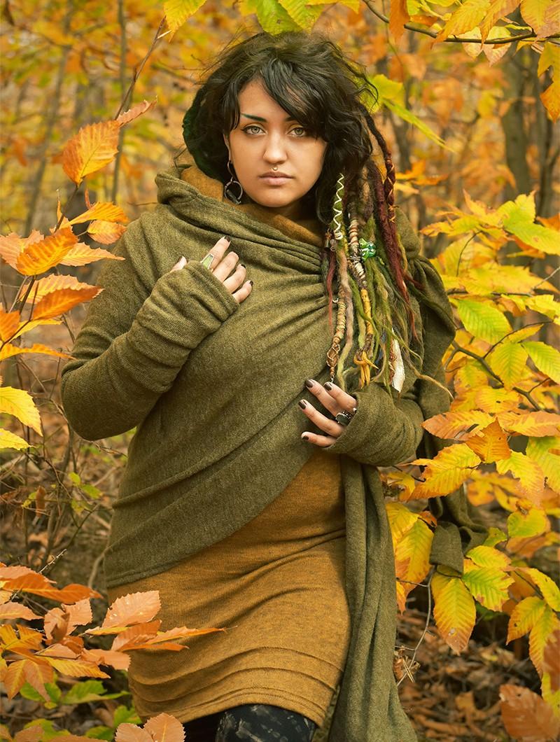 "\""Danaeriz\"" shawl, Khaki green"