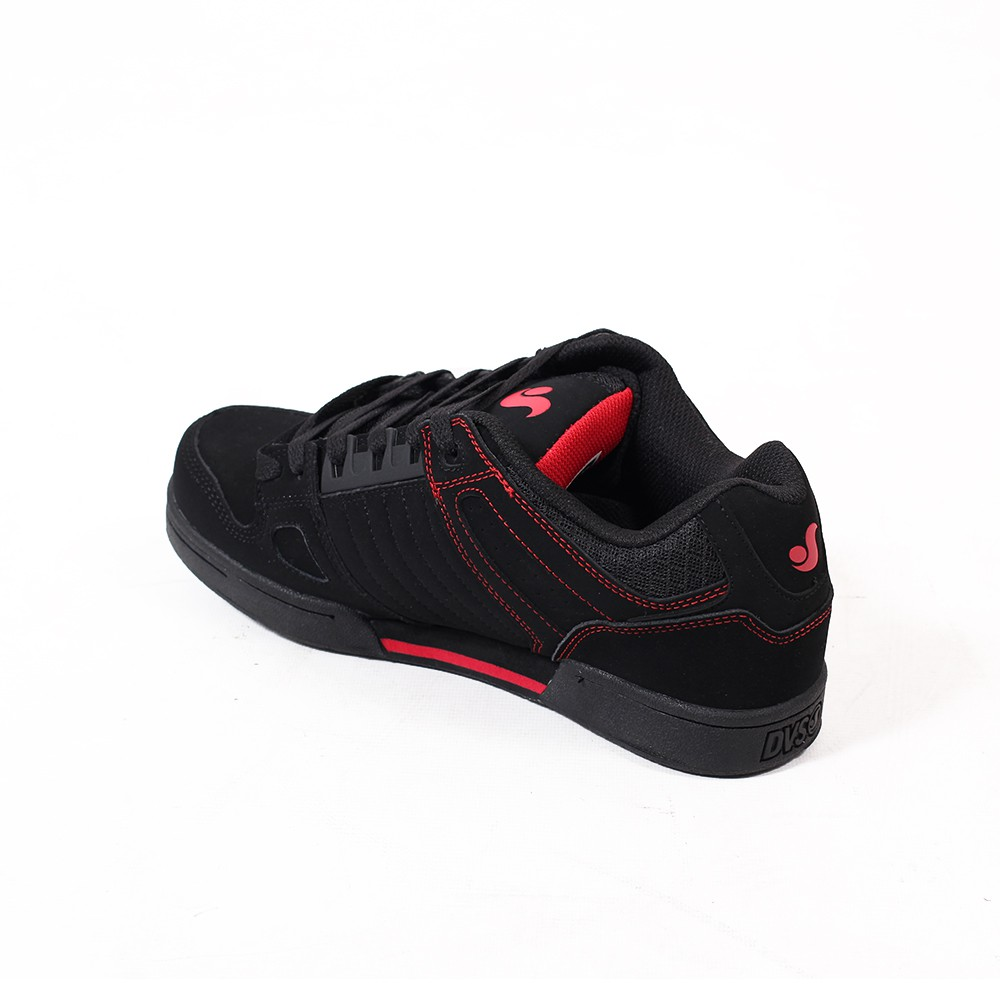 DVS Celsius, Black leather with red details