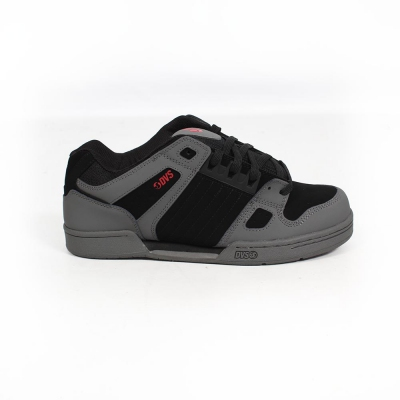 DVS Celsius, Grey leather and black and red details
