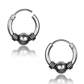 \\\'Gend\\\'\\\' chiseled silver earrings