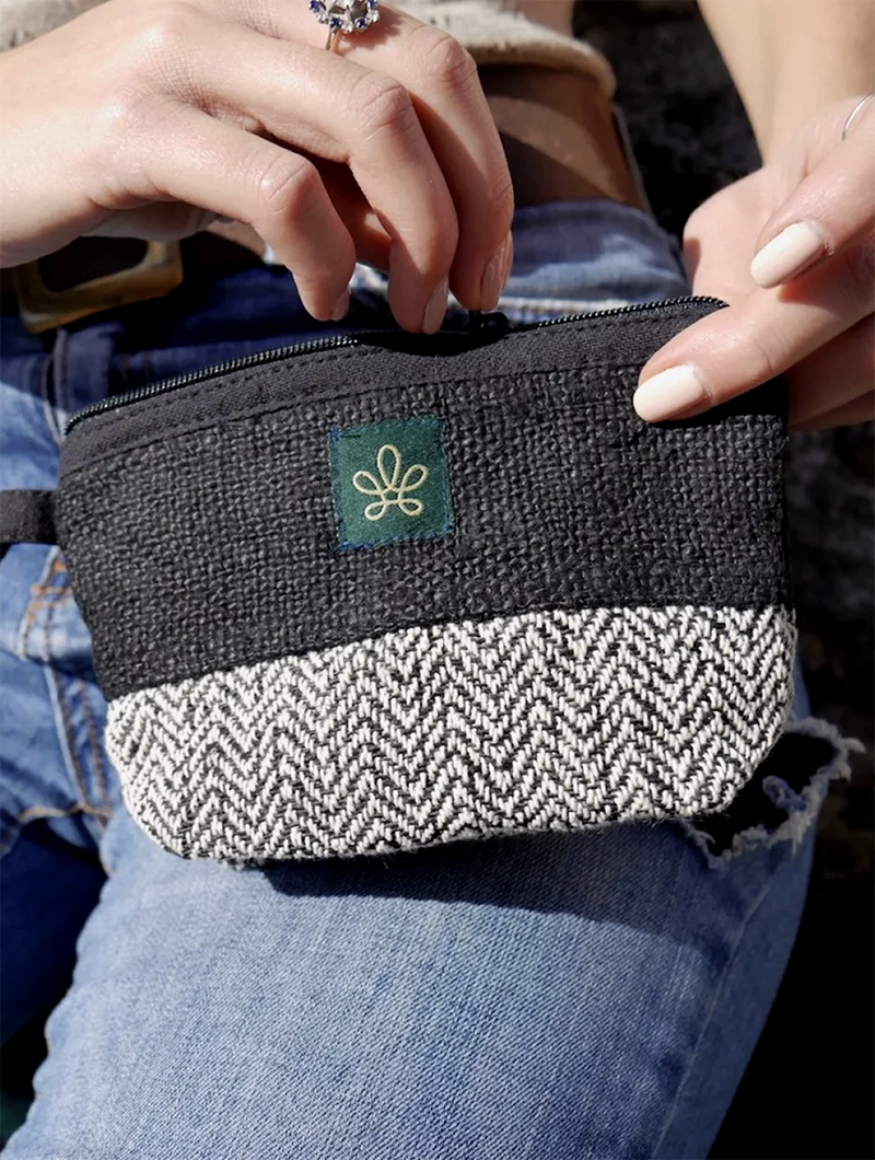 "\""Gulmi\"" wallet, Black hemp and cotton"