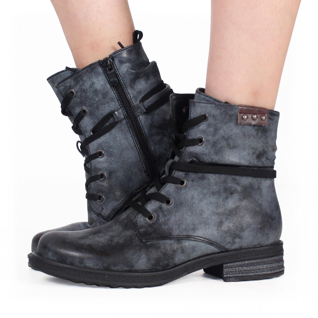 "\""Irwaen\"" boots, Grey and black"