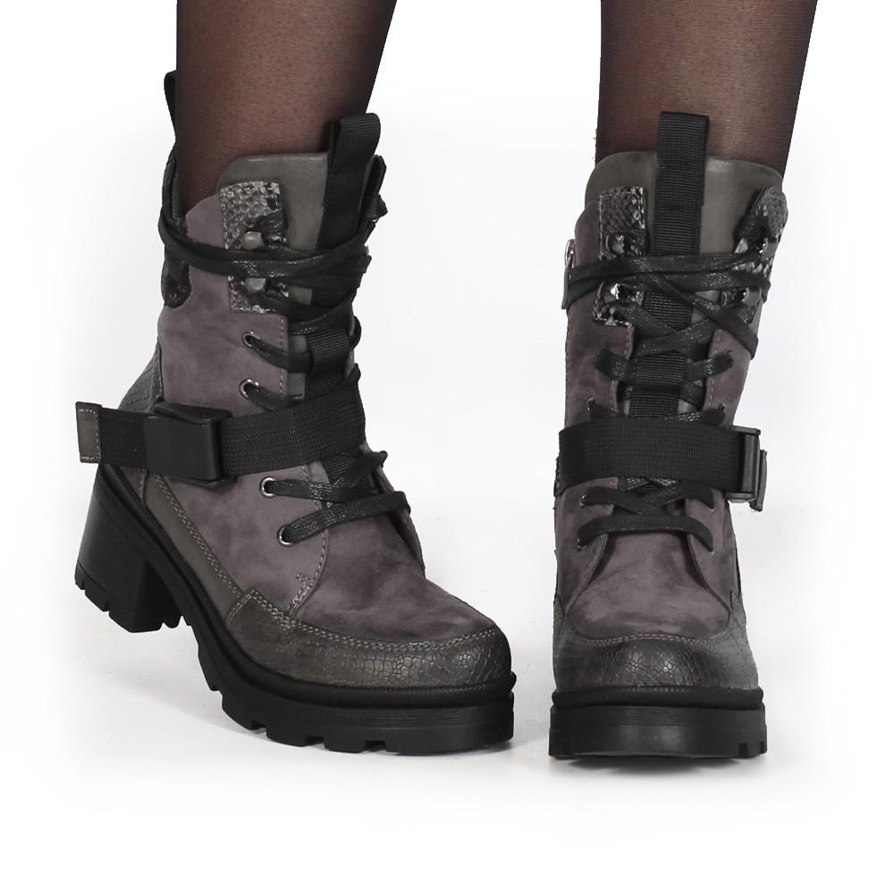 "\""Jiloh\"" boots, Grey"