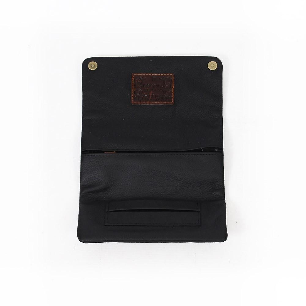 Kavatza tobacco in black leather