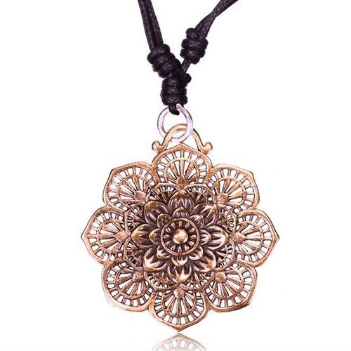 "\\\""Kaylo Peetal\\\"" necklace"