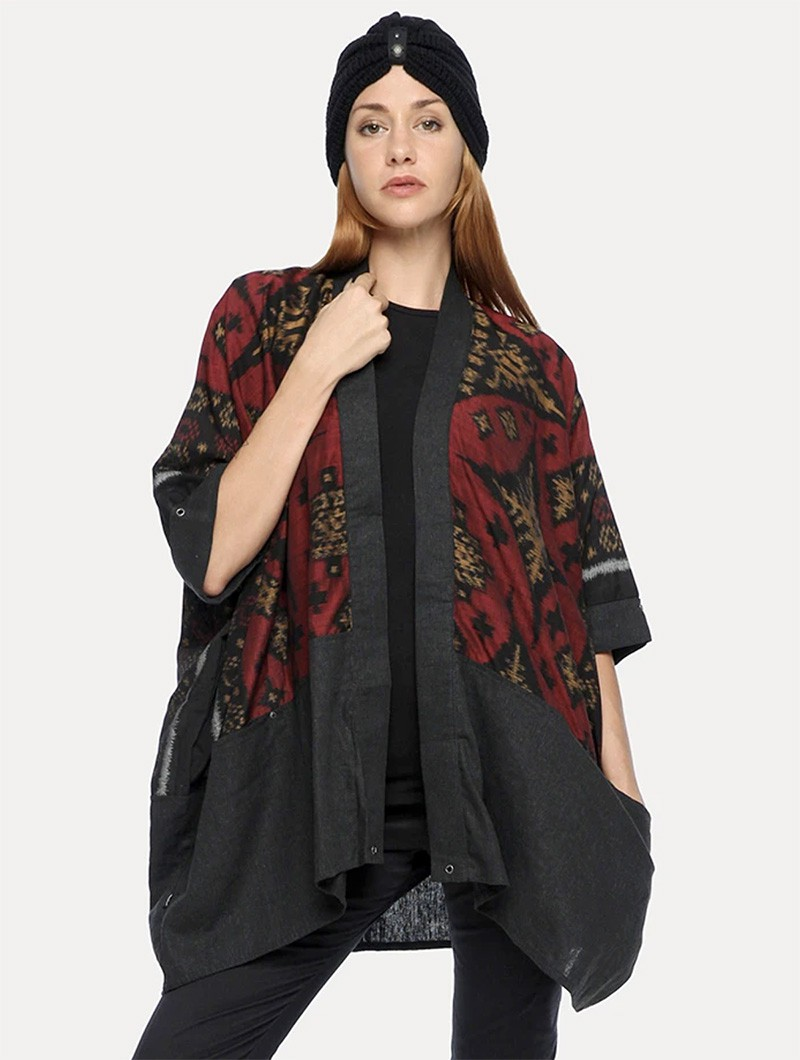 ""\""""Kimono"""" kaftan vest, Grey with red and gold patterns""800|1060|?|en|2|e452965ca21a8de333726043889ac6b7|False|UNLIKELY|0.31304168701171875