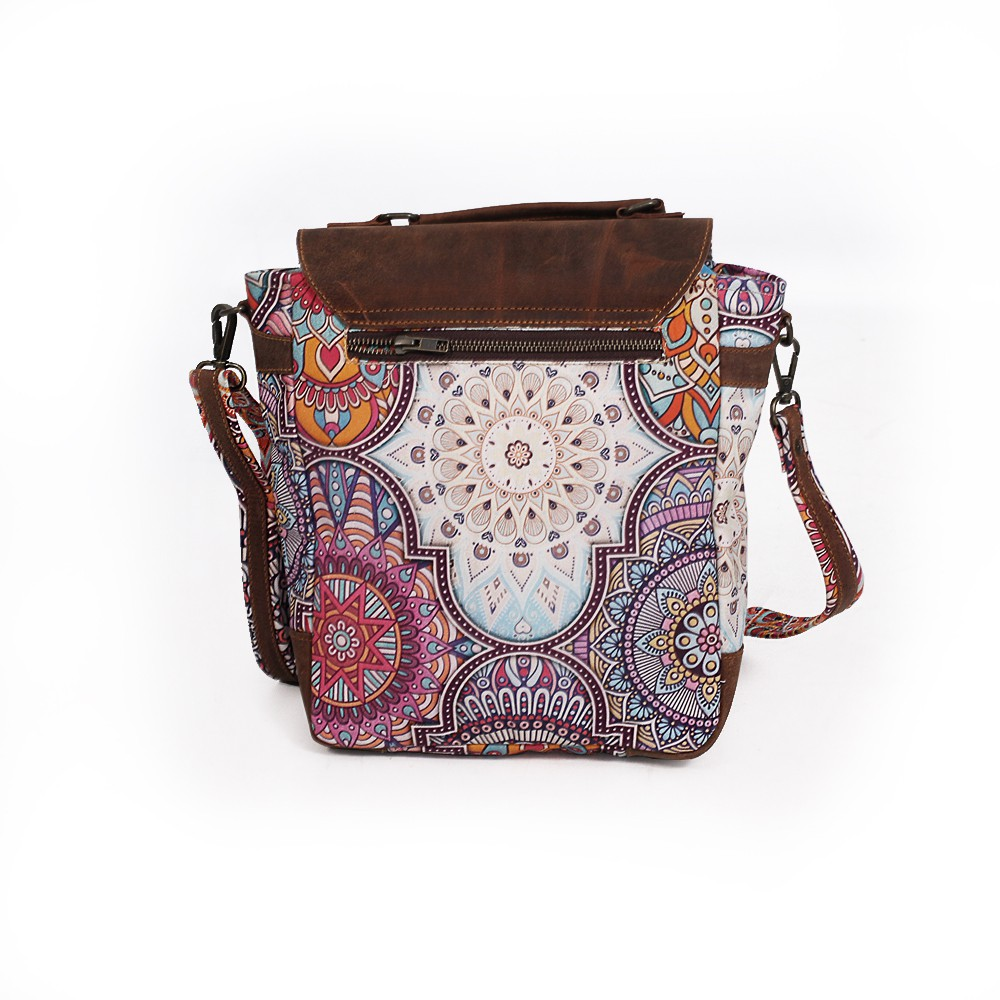 ""\""""Moana"""" shoulder purse, Brown leather and cotton with colorful patterns""1000|1000|?|en|2|42252b675b2aab72161668341fac3874|False|UNLIKELY|0.32970181107521057