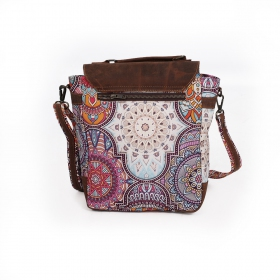 ""\""""Moana"""" shoulder purse, Brown leather and cotton with colorful patterns""280|280|?|en|2|e09920c135af785a16883b4ccdd8880d|False|UNLIKELY|0.33785298466682434