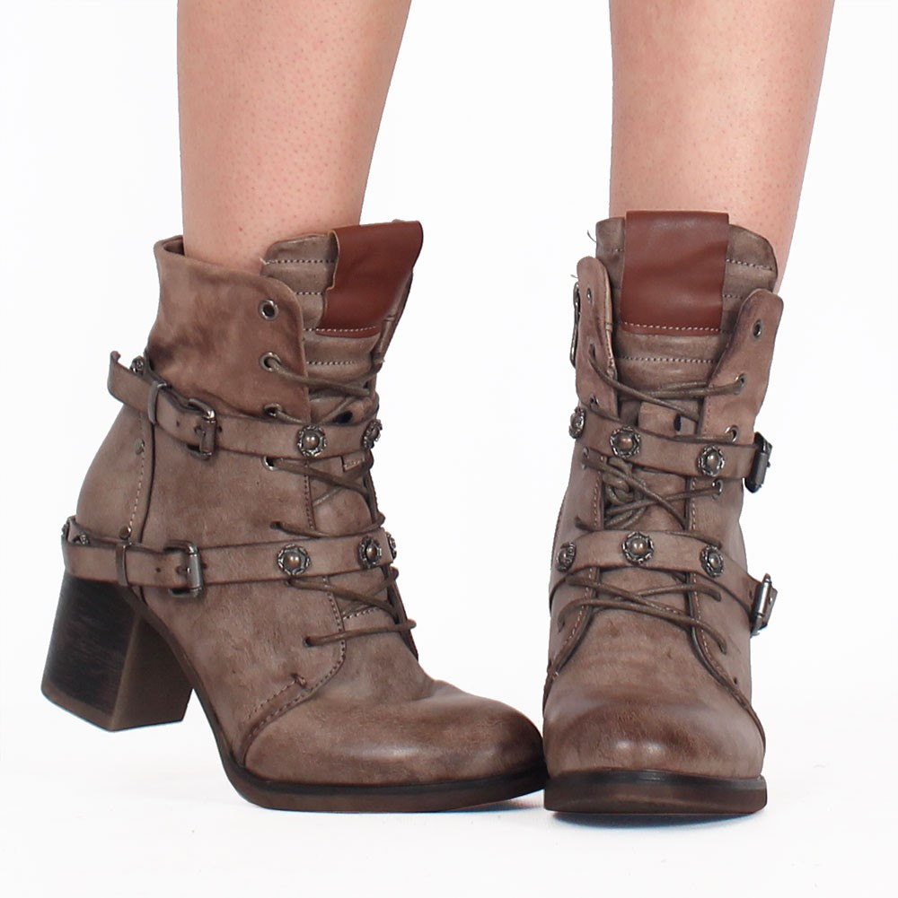 ""\""""Olwë"""" boots, Taupe""1000|1001|?|en|2|be905b6ddd111727e48f318af5ae7b68|False|UNLIKELY|0.3091694414615631