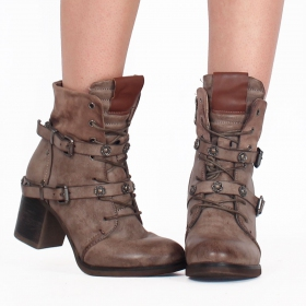 ""\""""Olwë"""" boots, Taupe""280|280|?|en|2|c61939a87e1d25255a41069e5c6e9335|False|UNLIKELY|0.3087174892425537