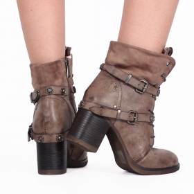 ""\""""Olwë"""" boots, Taupe""280|280|?|en|2|8ddead61afa9b8149d80bc9817c8b4b6|False|UNLIKELY|0.29826152324676514