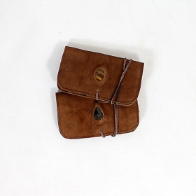 Plain leather tobacco pouch with a stone