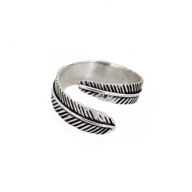 "\""Sentóni feather\\\"" ring"