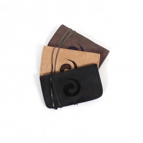 ""\\""""Spiral\"""" leather tobacco pouch""280|280|?|en|2|54d8b777462201f7025e8dcc9efc9a41|False|UNLIKELY|0.3263436555862427