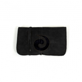 ""\\""""Spiral\"""" leather tobacco pouch""280|280|?|en|2|981b8d0e20ee0546d83e1eabf0b80ac0|False|UNLIKELY|0.3365310728549957