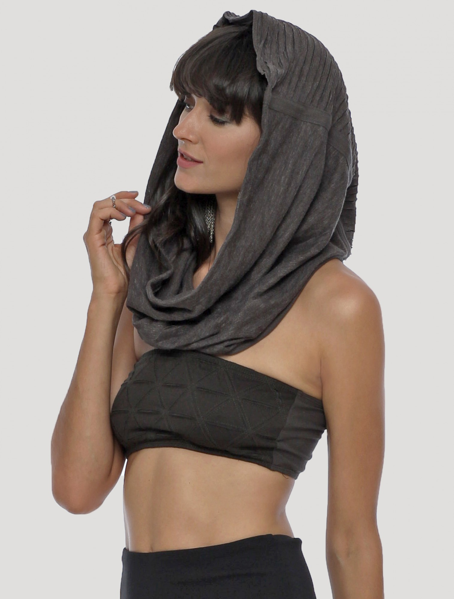 ""\""""Straps"""" hooded neck warmer, Charcoal""1515|2000|?|en|2|45452acca4fe23072a4ce548d376f8ea|False|UNLIKELY|0.2908700406551361