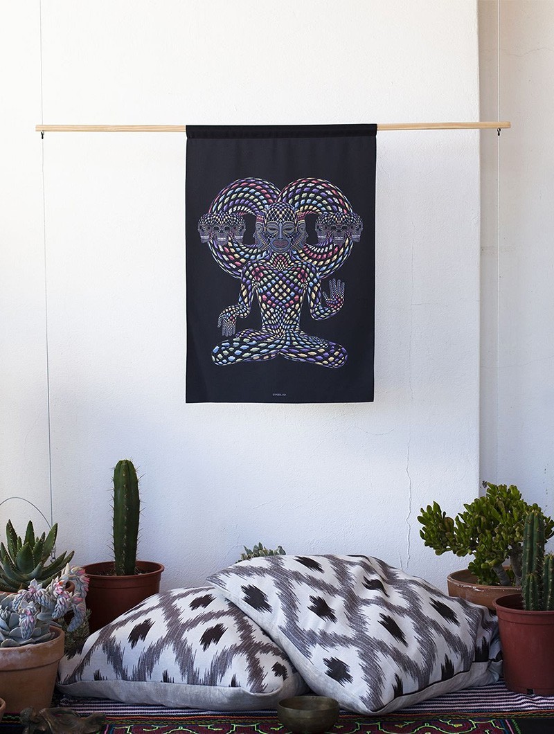 ""\""""Trinfinity"""" wall tapestry""800|1060|?|en|2|aec18593bad41ce4e402c222ddbe025f|False|UNLIKELY|0.3229082524776459