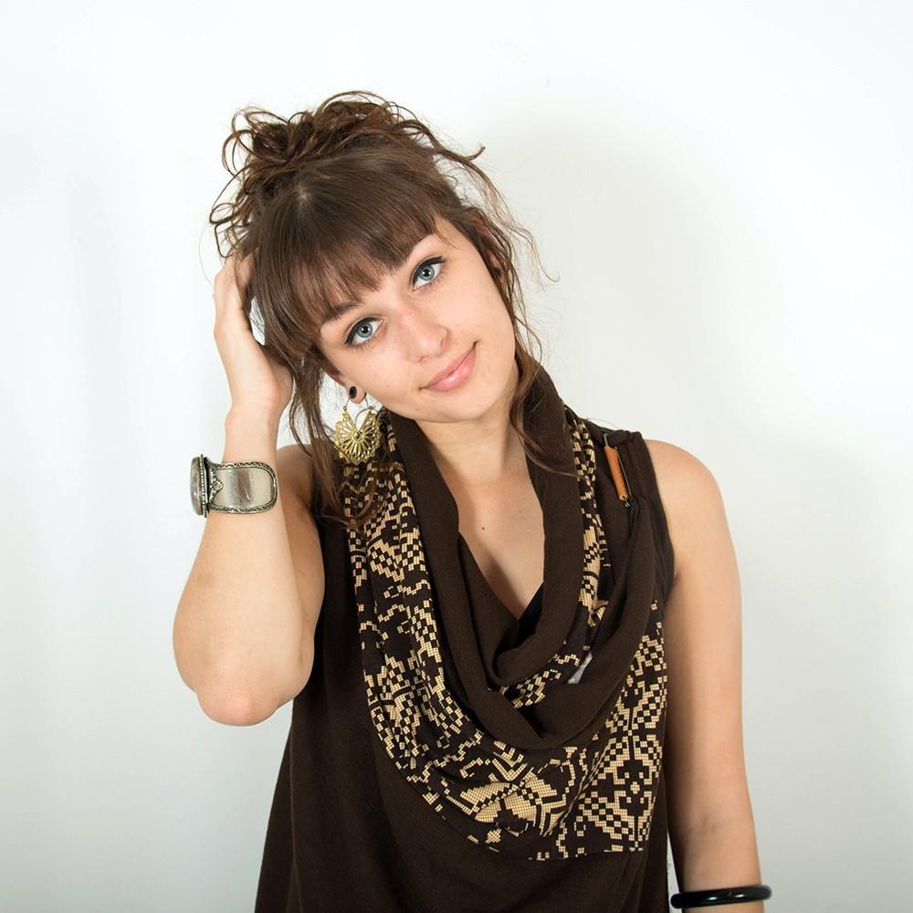 "Witch \""Ayakii\"" sleeveless shawl, Brown"